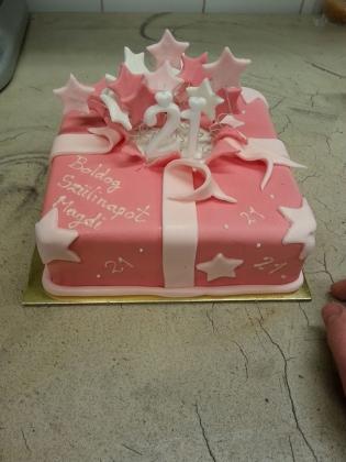 18 szülinapi torta Születésnapi torták 18 szülinapi torta